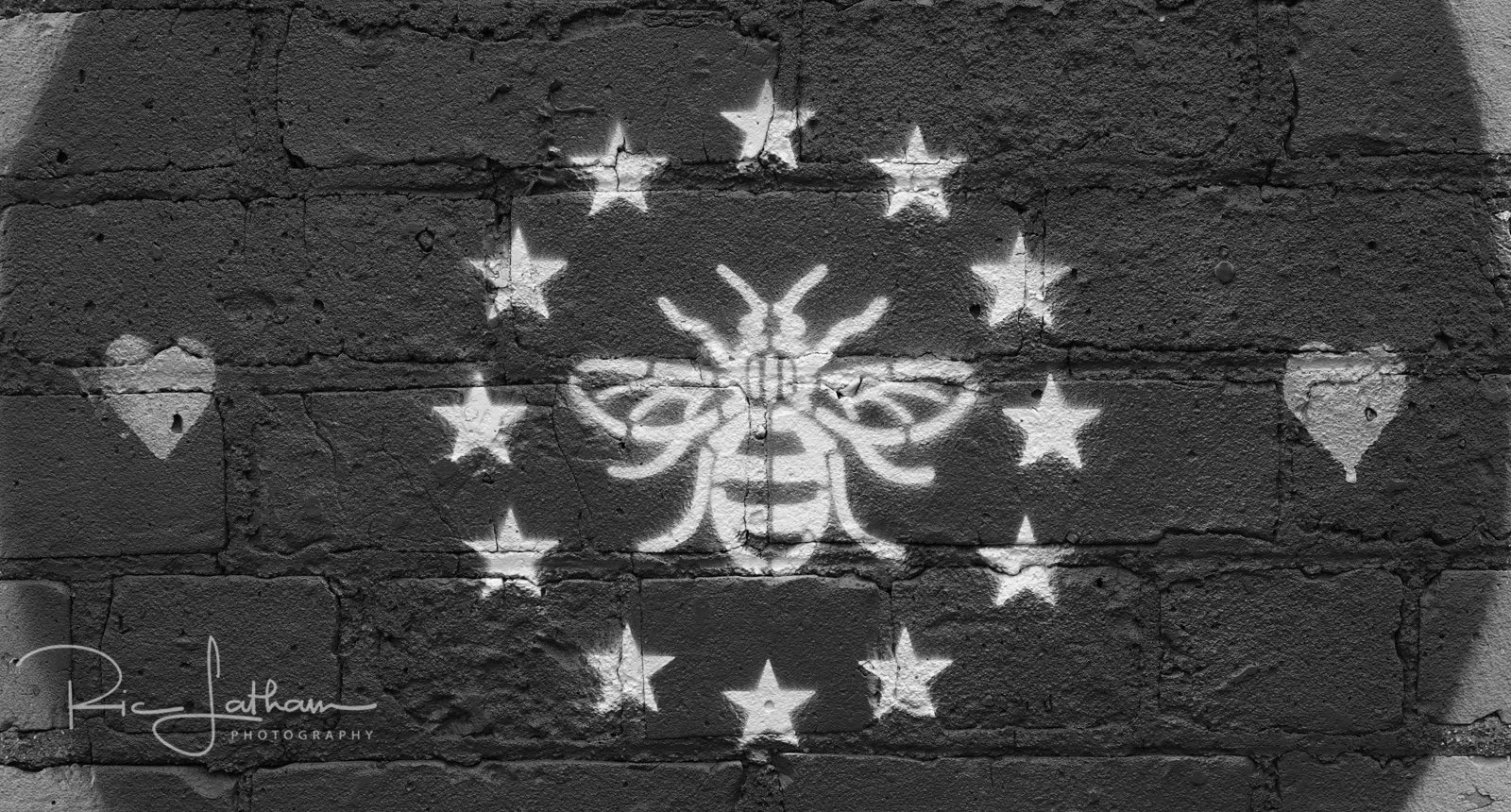 manchester-euro-bee-sign