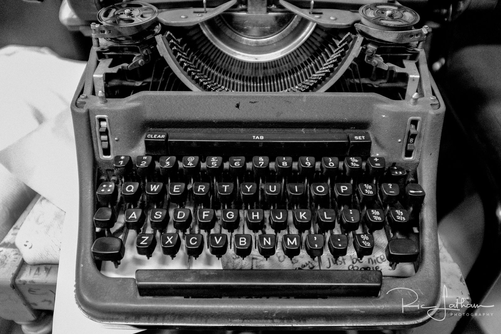 manchester-old-fashioned-typewriter